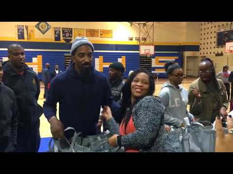 J.R. Smith and his family hand out 250 Thanksgiving meals to families in need