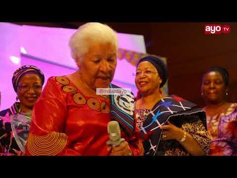 Download Mtazame Dr. Kamm aliyechukua Tuzo ya Heshima ya Malkia wa Nguvu HD Video