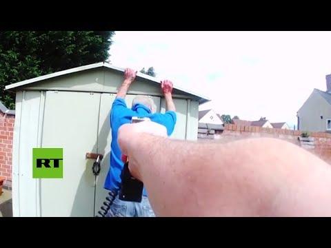 Detención de un asesino con las manos cubiertas de sangre grabada por una cámara corporal