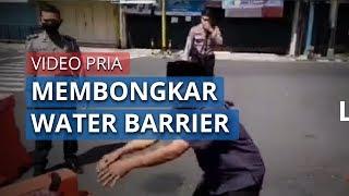 Viral Video Seorang Pria Membongkar Water Barrier di Jalan Ahmad Yani, Wonosobo