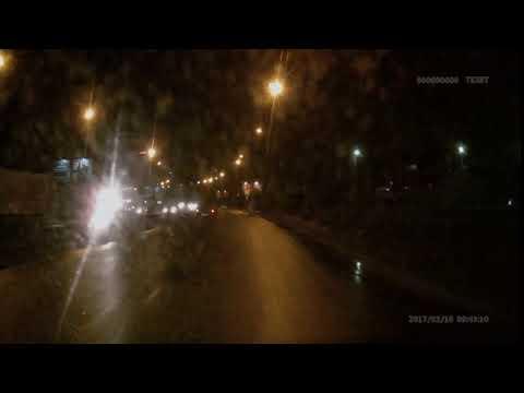 В Великом Новгороде машина перевернулась на крышу