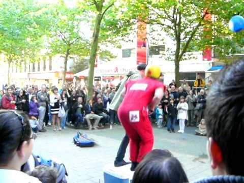 Clowns beim STAMP Festival der Strassenkünste 2010