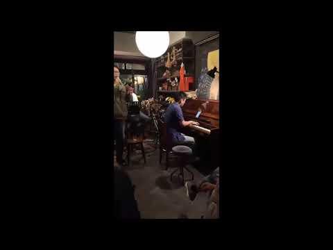 餐酒館擔任Open-mic 鋼琴手
