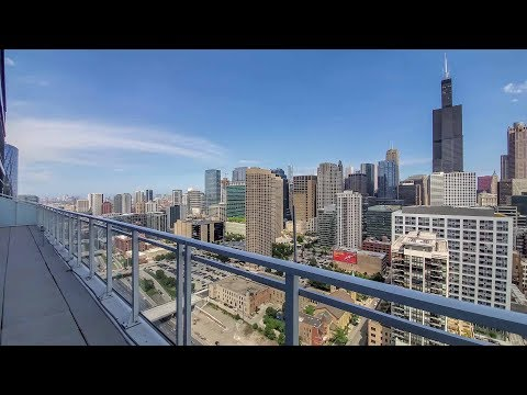A 3-bedroom West Loop penthouse with a large skyline-view terrace