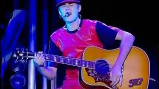 Justin Bieber - Favorite Girl  LIVE High Quality Mp3 2011
