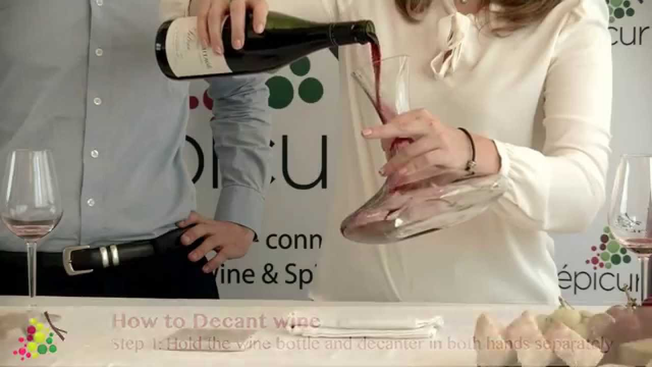 How to decant a bottle of wine ?