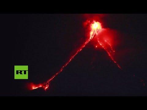 El volcán filipino Mayón entra en erupción
