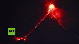 el-volcan-filipino-mayon-entra-en-erupcion