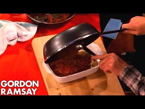 Assembling Lasagne with Jonny Vegas – Gordon Ramsay