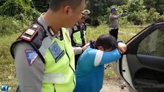 GREGET Anak SMP Berani Sobek Kertas Tilang Dan Ngempesin Ban Mobil Polisi