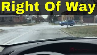 Who Has The Right Of Way At A 4 Way Stop