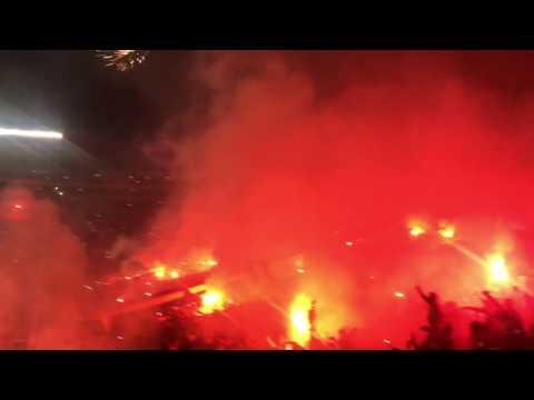 """""""Barcelona 3 Aucas 3 festejos de la gente"""" Barra: Sur Oscura • Club: Barcelona Sporting Club"""