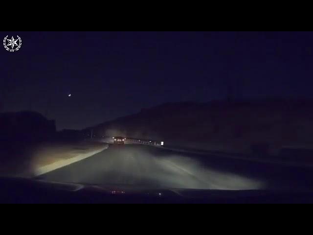 מרדף מטורף: גונב רכב, מתנגש ברכבים וקופץ מגשר בגובה עשרות מטרים • צפו בתיעוד