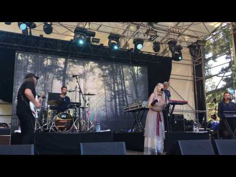 """Aurora, """"Under the Water"""", Live at Laneway Festival, Auckland, New Zealand"""