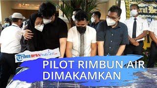 Jenazah Pilot Rimbun Air Kapten Mirza Dimakamkan di Bogor, Rekan-rekannya Beri Penghormatan Terakhir
