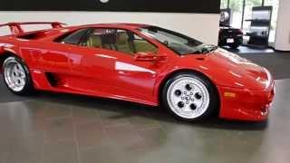 Смотреть онлайн Машина Ламборджини 1994 года по прежнему крута