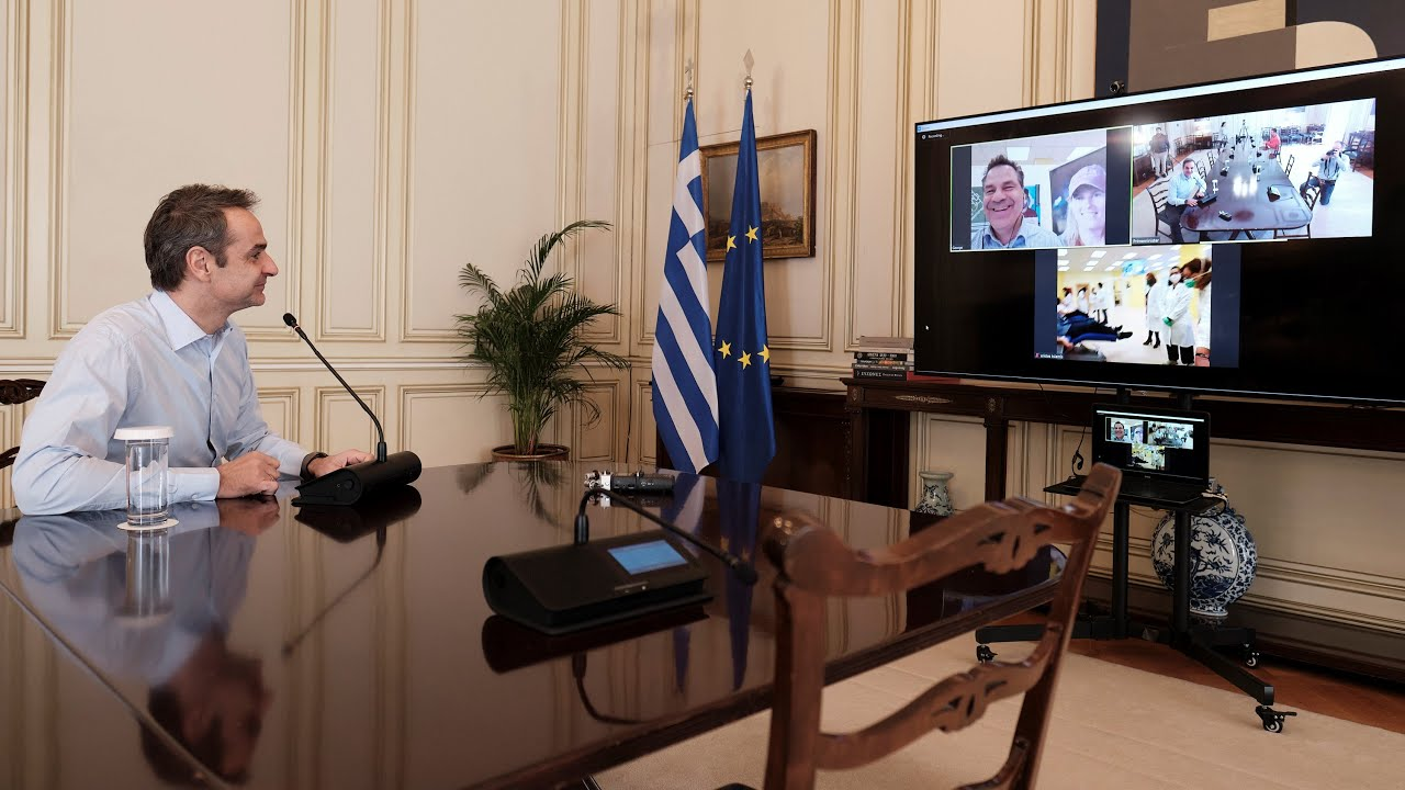 Τηλεδιάσκεψη Κ. Μητσοτάκη με στελέχη της ΝΔ και της ΟΝΝΕΔ κατά τη διάρκεια αιμοδοσίας