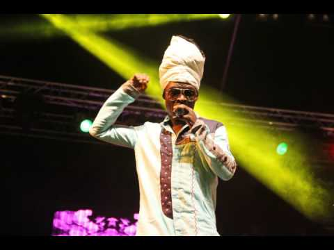 Kojo Antwi  -   I'd Give Everything To Fall In Love