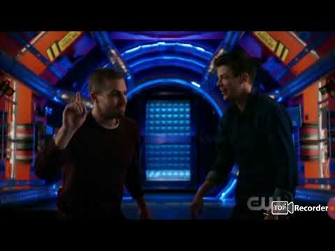 Barry and Oliver go to Smallvile earth 38 Elseworlds
