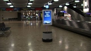 Download Video A l'aéroport de Genève, un robot guide les voyageurs MP3 3GP MP4