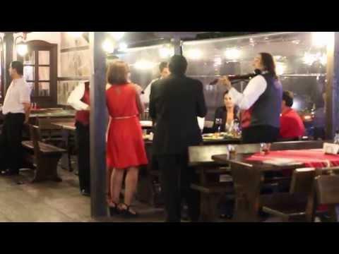 Армения моя – исполняет оркестр в ресторане