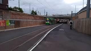 Straßenbahnen am Tunnel