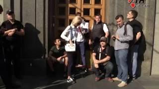Остались за дверью. Полиция расследует недопуск депутатов на сессию горсовета-21.09.2017