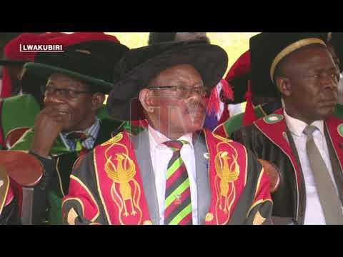 OKUNOONYEREZA KU MAKERERE : Ebyambalo by'abayizi bizadde leenya