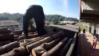 preview picture of video 'Borneo Steam Train in 4K'
