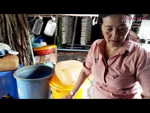 Sản xuất nước mắm theo truyền thống tại Gành Hào - Bạc Liêu