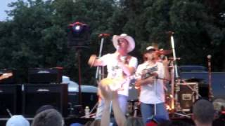 Lord Loves the Drinkin Man - Kevin Fowler
