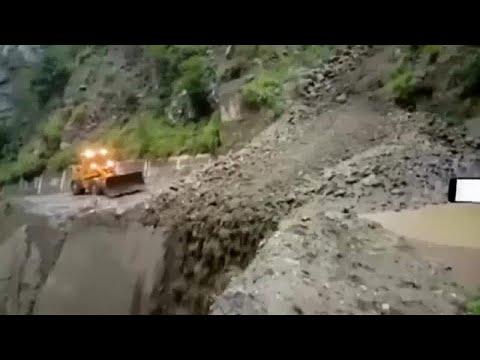 العرب اليوم - شاهد: سيول تسبب انهيارات أرضية وفيضانات في ولايتين بالهند