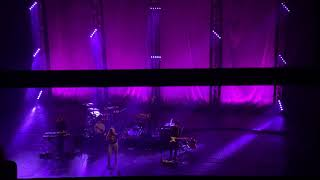 maggie rogers' soul-stirring arrangement of past life - o2 brixton falls silent