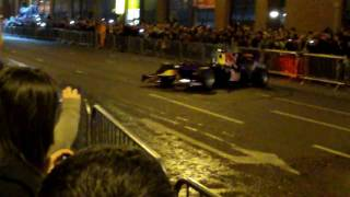 preview picture of video 'Coulthard donuts Red Bull F1 in Belfast city centre'