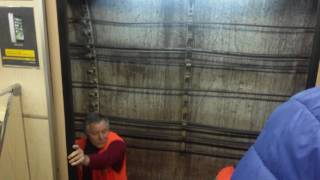 Остановка поезда в Минском метро