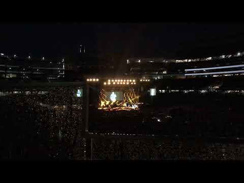 Hell Right -Blake Shelton FIRST LIVE PERFORMANCE Foxboro MA