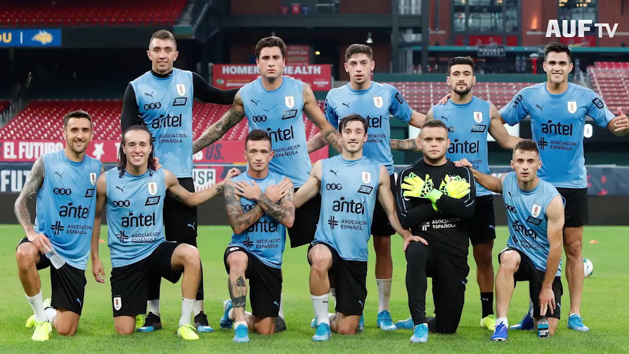 Fútbol informal de Uruguay en el Busch Stadium