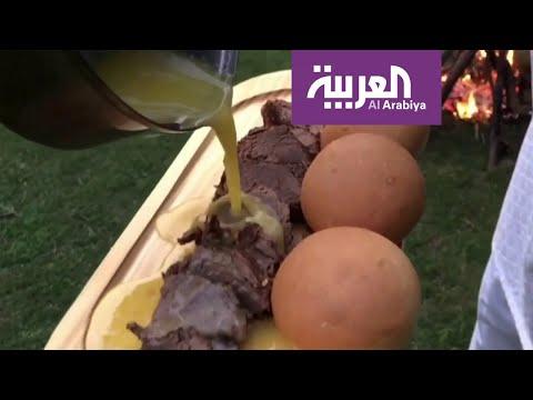 العرب اليوم - شاهد: طاهي باكستاني يجتاح المواقع بطبخه ووسامته
