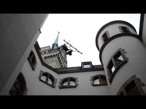 Drohnenflug im Innenhof des Rathauses