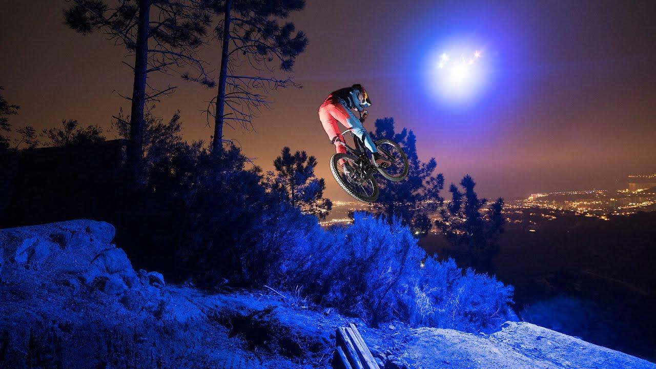 Il downhill illuminato dal drone