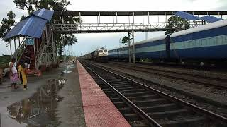 preview picture of video 'Offlink 12509 Train running Late By 3hours Late Powered By SGUJ WDP4D NFR Region Sorbhog SBE Station'