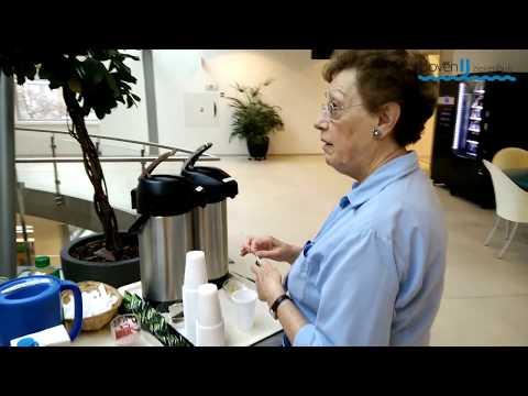 Vrijwilliger Annie Melchers brengt al 10 jaar koffie rond