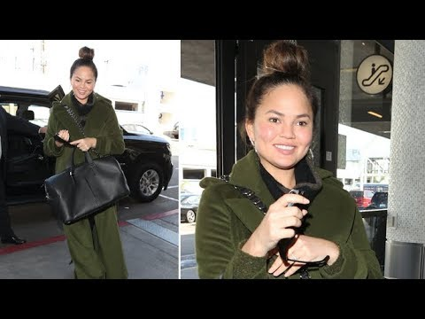 Chrissy Teigen Says Outback Steakhouse Waitress She Gave $1,000 Tip To 'Was Wonderful'