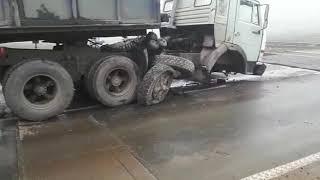 Дтп на переезде КамАЗ не успел проехать