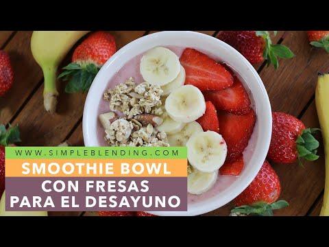 Smoothie bowl con fresas para el desayuno | Cómo hacer un smoothie bowl con yogur | Fácil y rápido