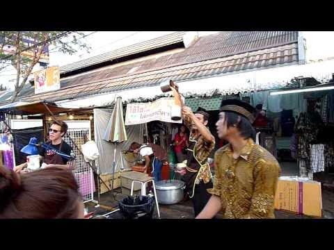Bán trà đá ở Thái là cả 1 nghệ thuật
