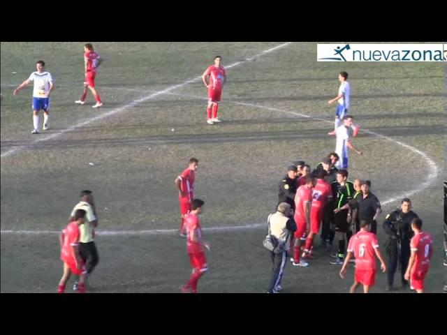 Luego de empujón de un jugador de Independiente Hernandarias, Sub Comisario cae al piso