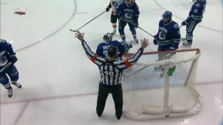 It's a good goal for Simmonds against Canucks after review