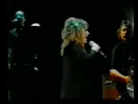 ALLA PUGACHEVA live in Kiev 2000 СТАРИННЫЕ ЧАСЫ.flv