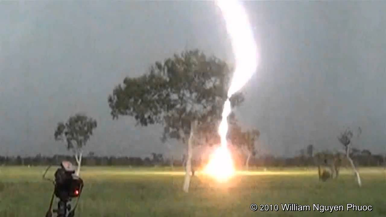 Lightning Strikes Just 200m From Quick-Fingered Photographers